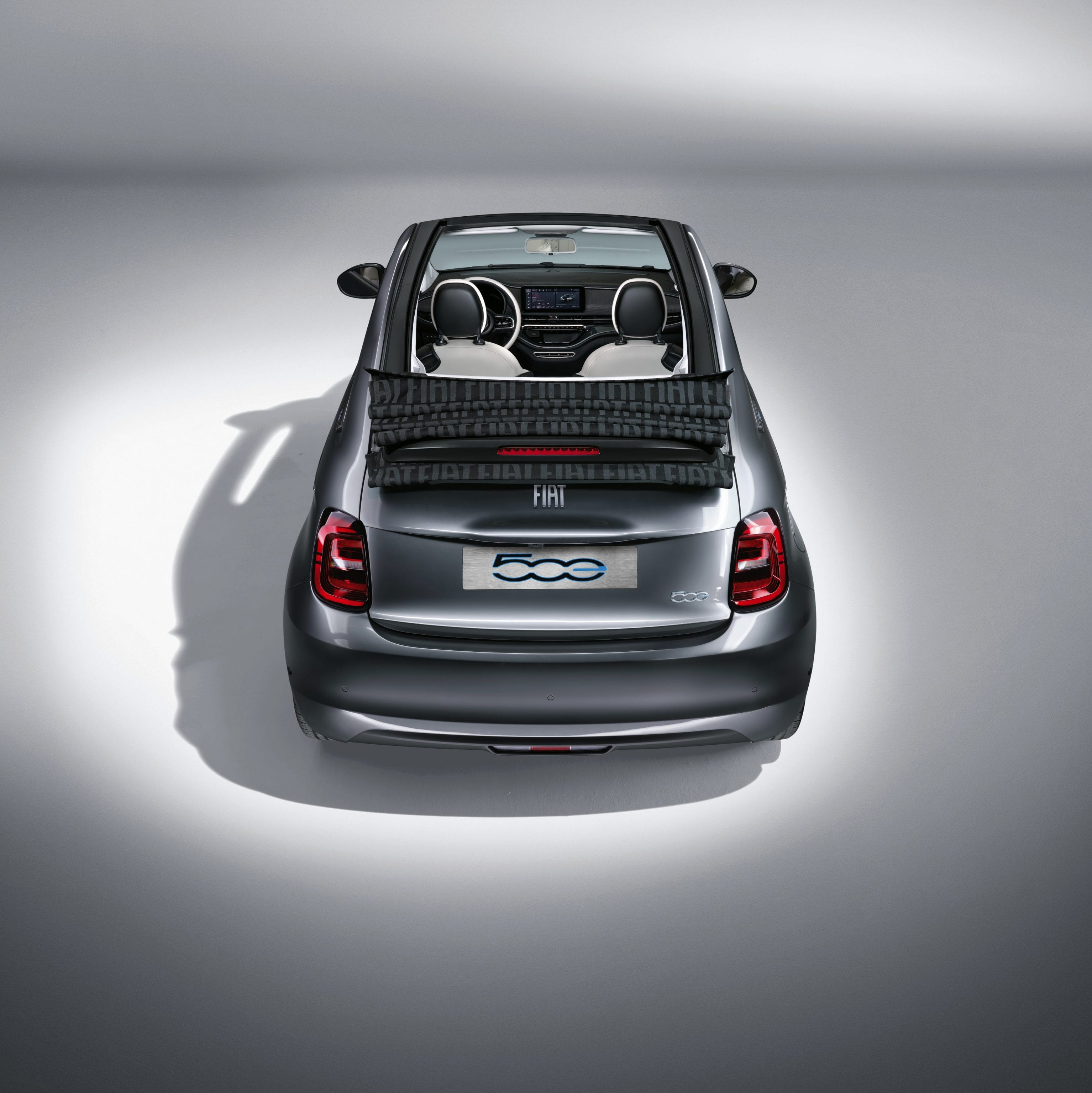 New Fiat 500e - achterkant - Mineral Grey