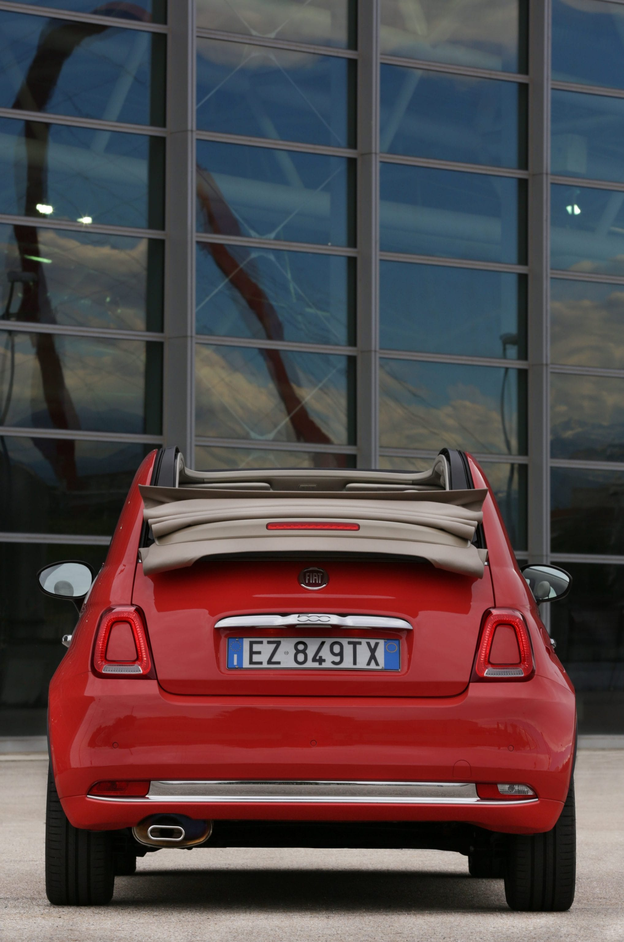 Fiat 500C achterkant kap open