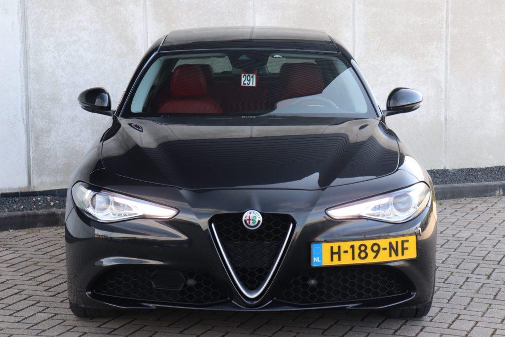 Goedkoopste Alfa Giulia benzine - vooraanzicht