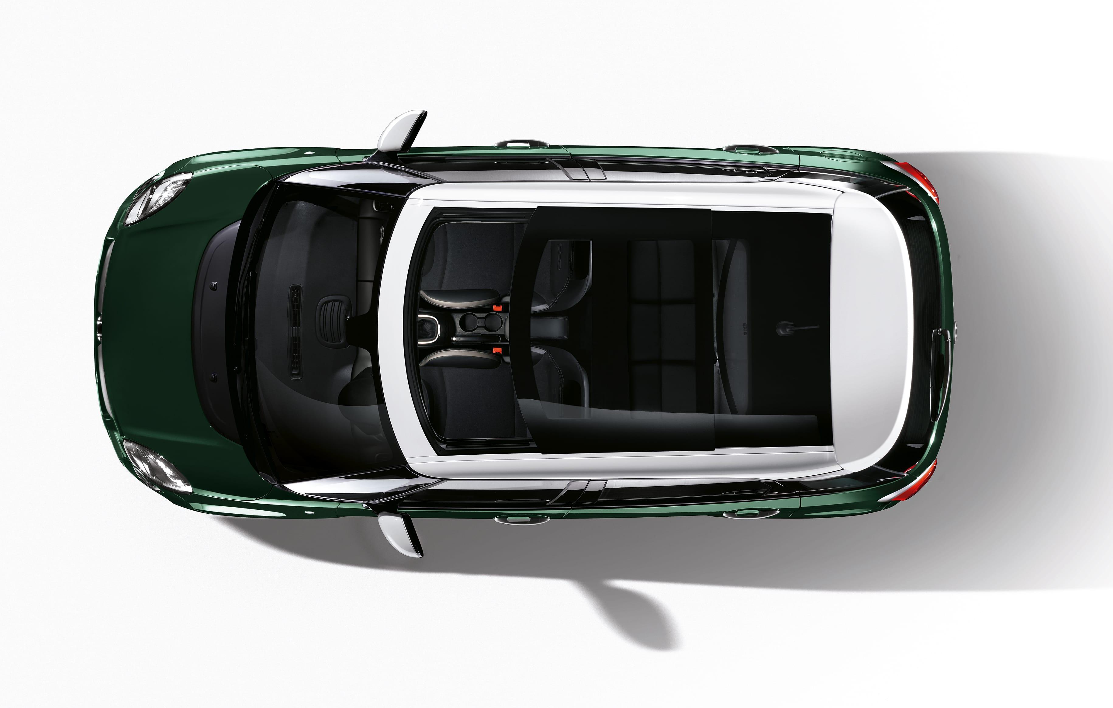 Fiat 500L bovenaf