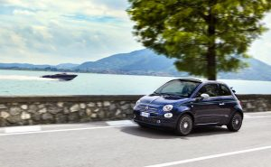 Fiat 500 riva rijdend