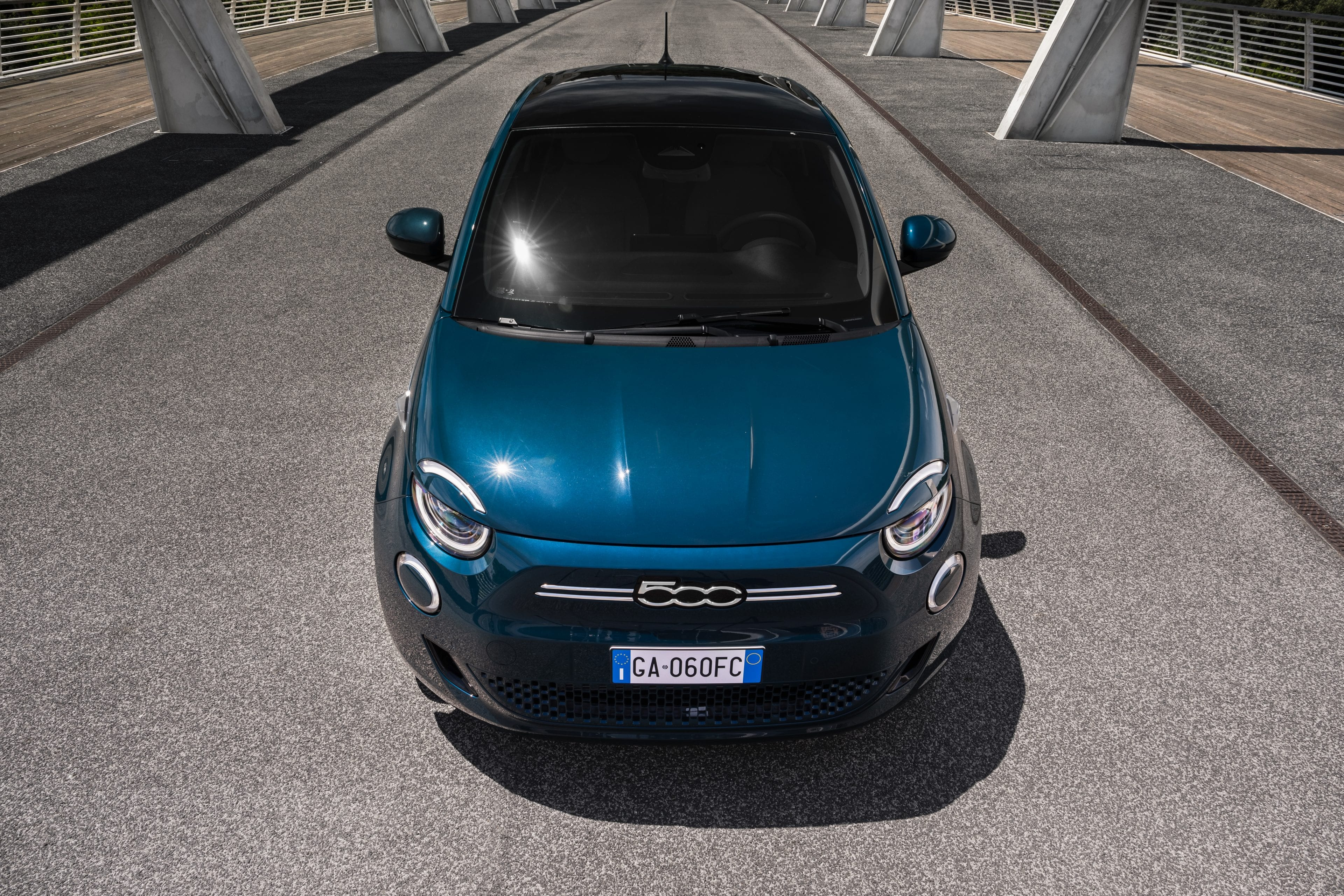 New Fiat 500e hatchback vooraanzicht