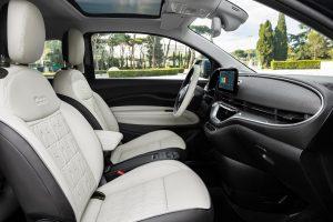 New Fiat 500e hatchback interieur