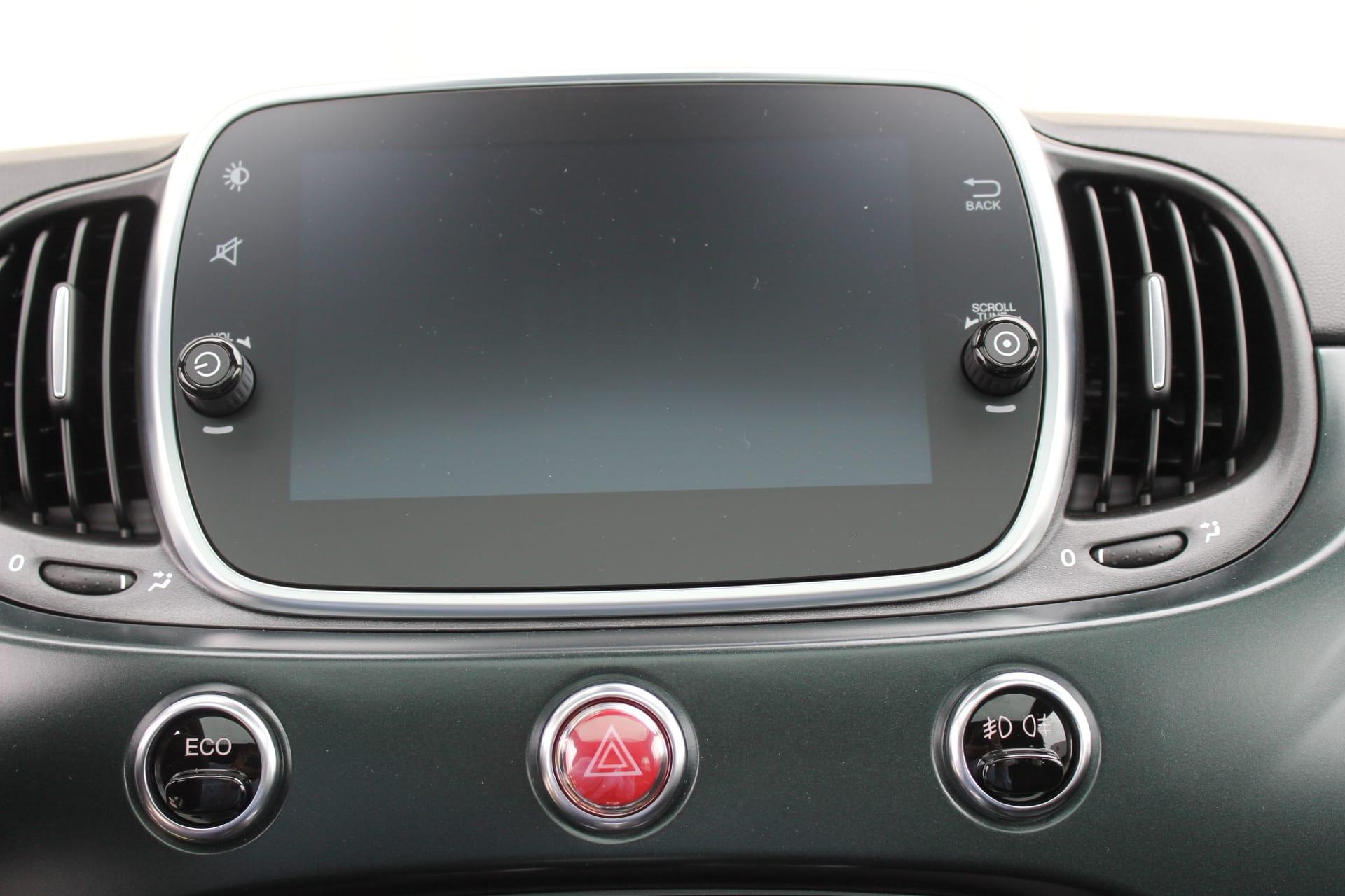 Fiat 500 Rockstar matgroen - infotainmentsysteem