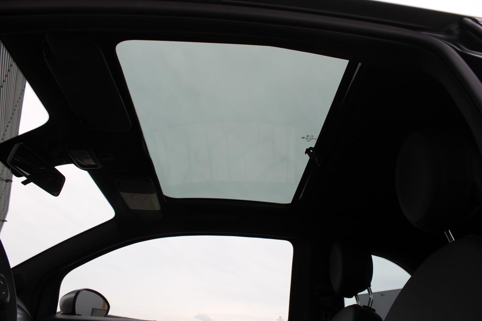 Fiat 500 Rockstar matgroen - glazen panoramadak