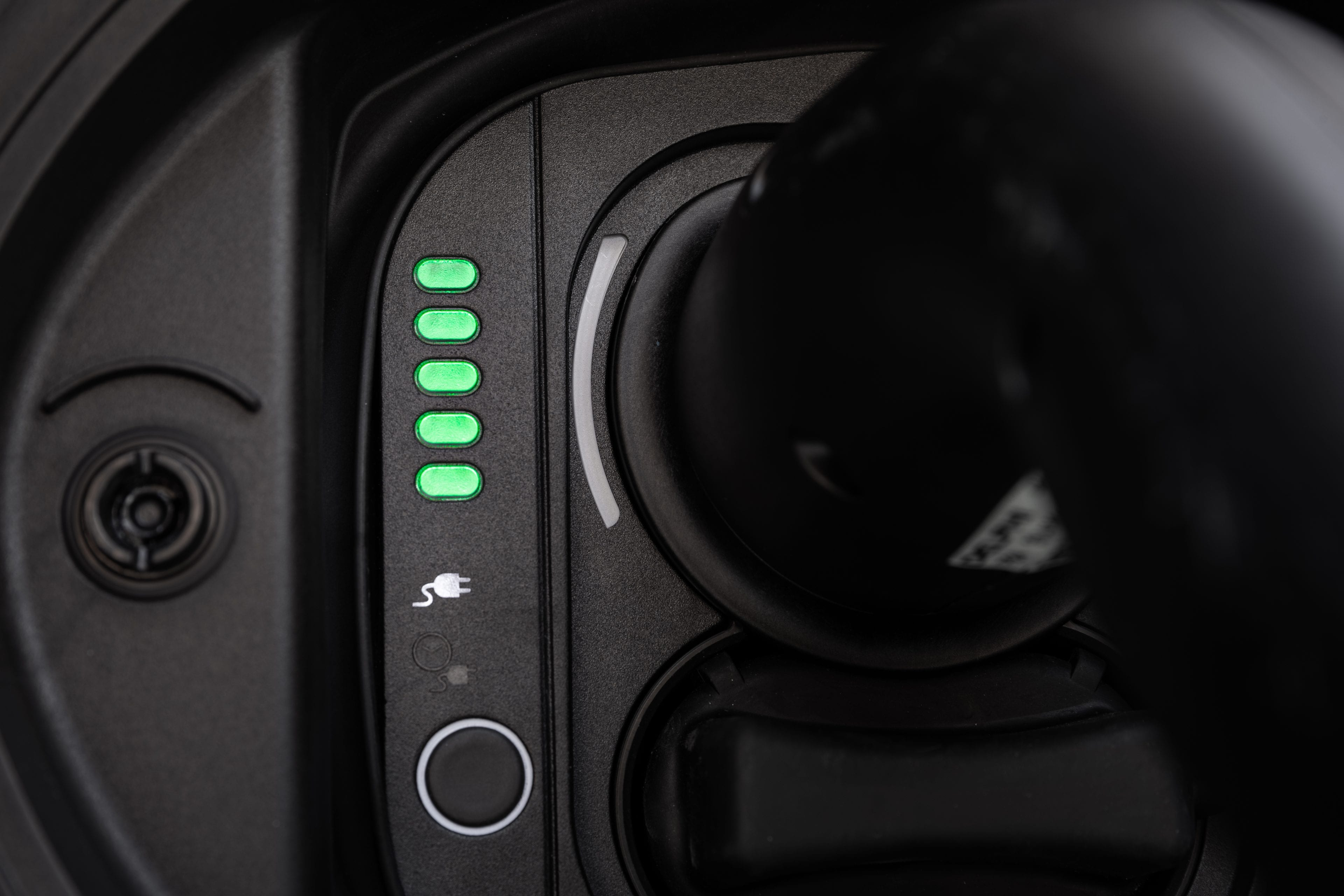 New Fiat 500e hatchback volledig opgeladen