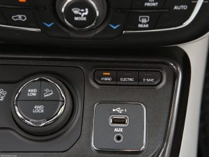 Jeep-Compass_4xe-rijmoduli_offroad_ijs_stad_hybrid_esave_electric