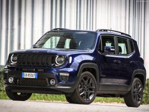 Jeep-Renegade_4xe blauw-schuin vooraanzicht