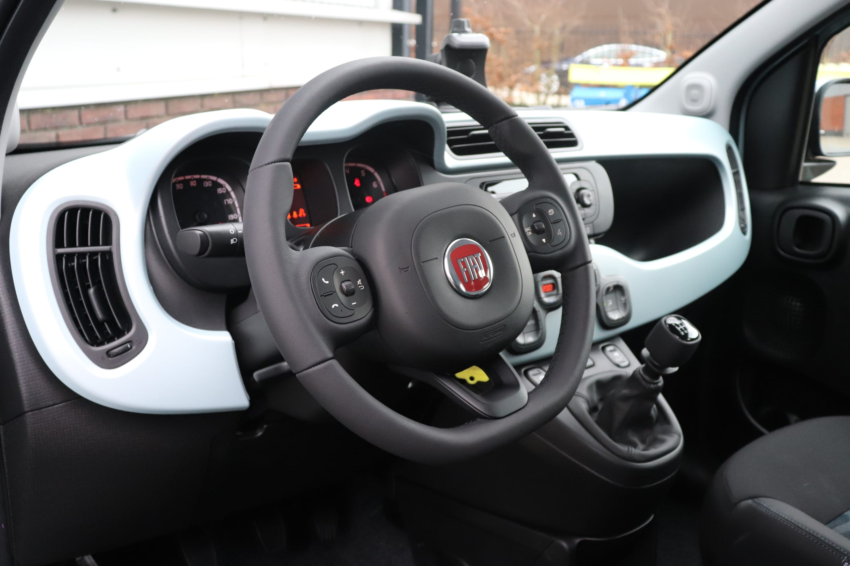 Fiat Panda Hybrid Launch Edition mintgroen - stuur + dashboard