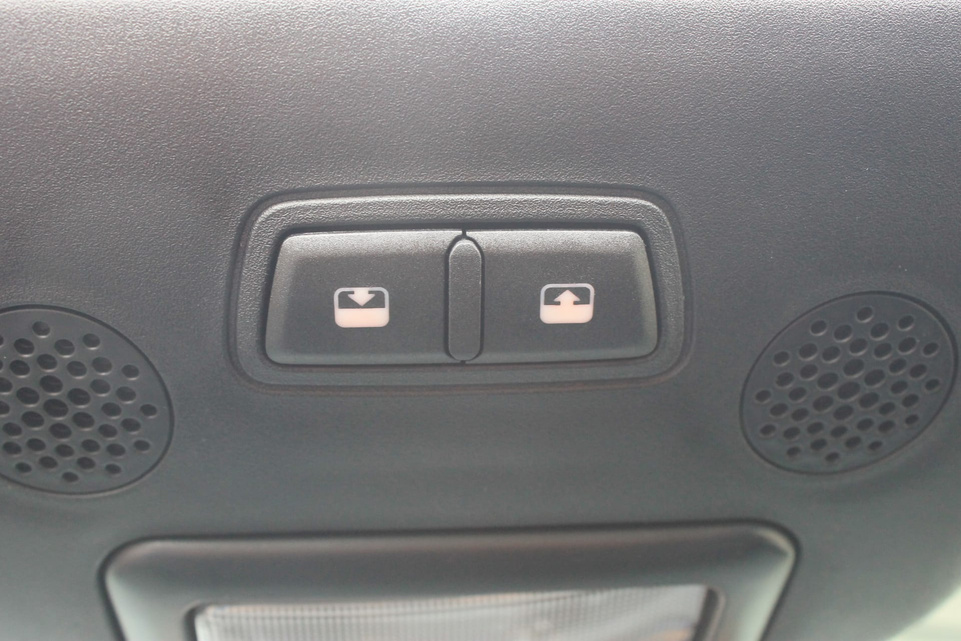 Fiat 500C Hybrid Rockstar zwart - openen / sluiten cabriodak