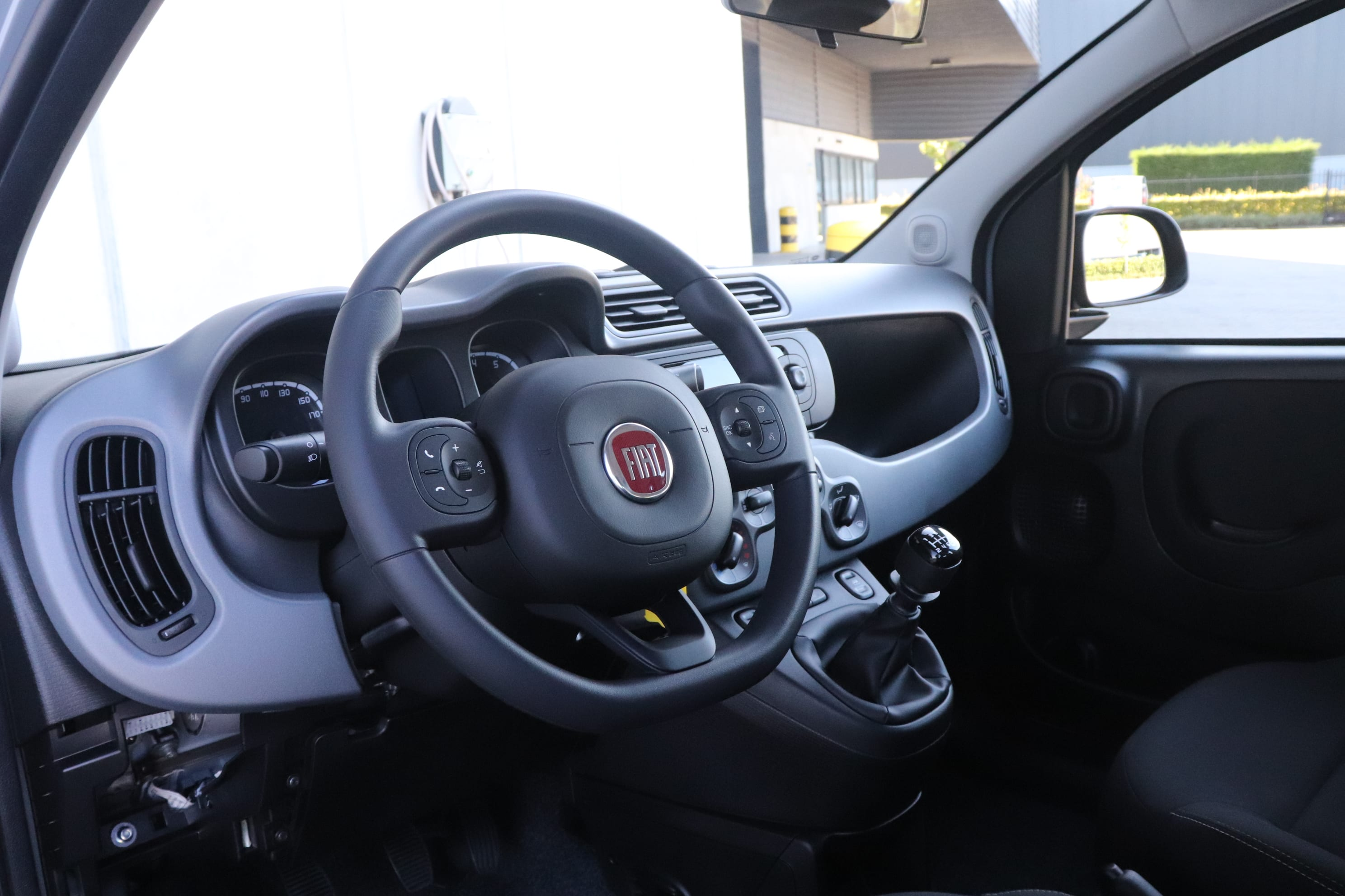 Fiat Panda Hybrid City Cross grijs - stuur + dashboard