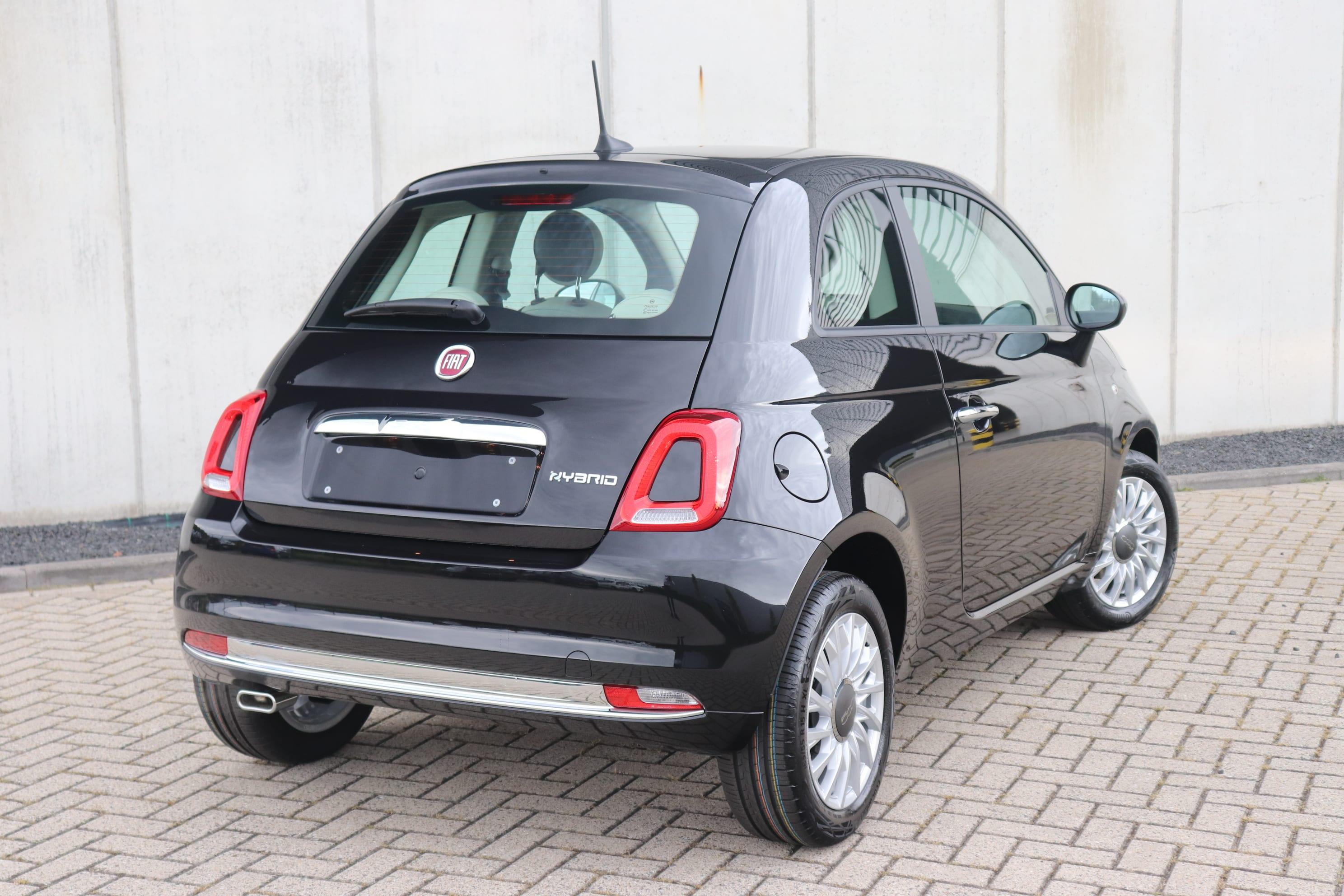 Fiat 500 Hybrid Lounge zwart - schuin achteraanzicht