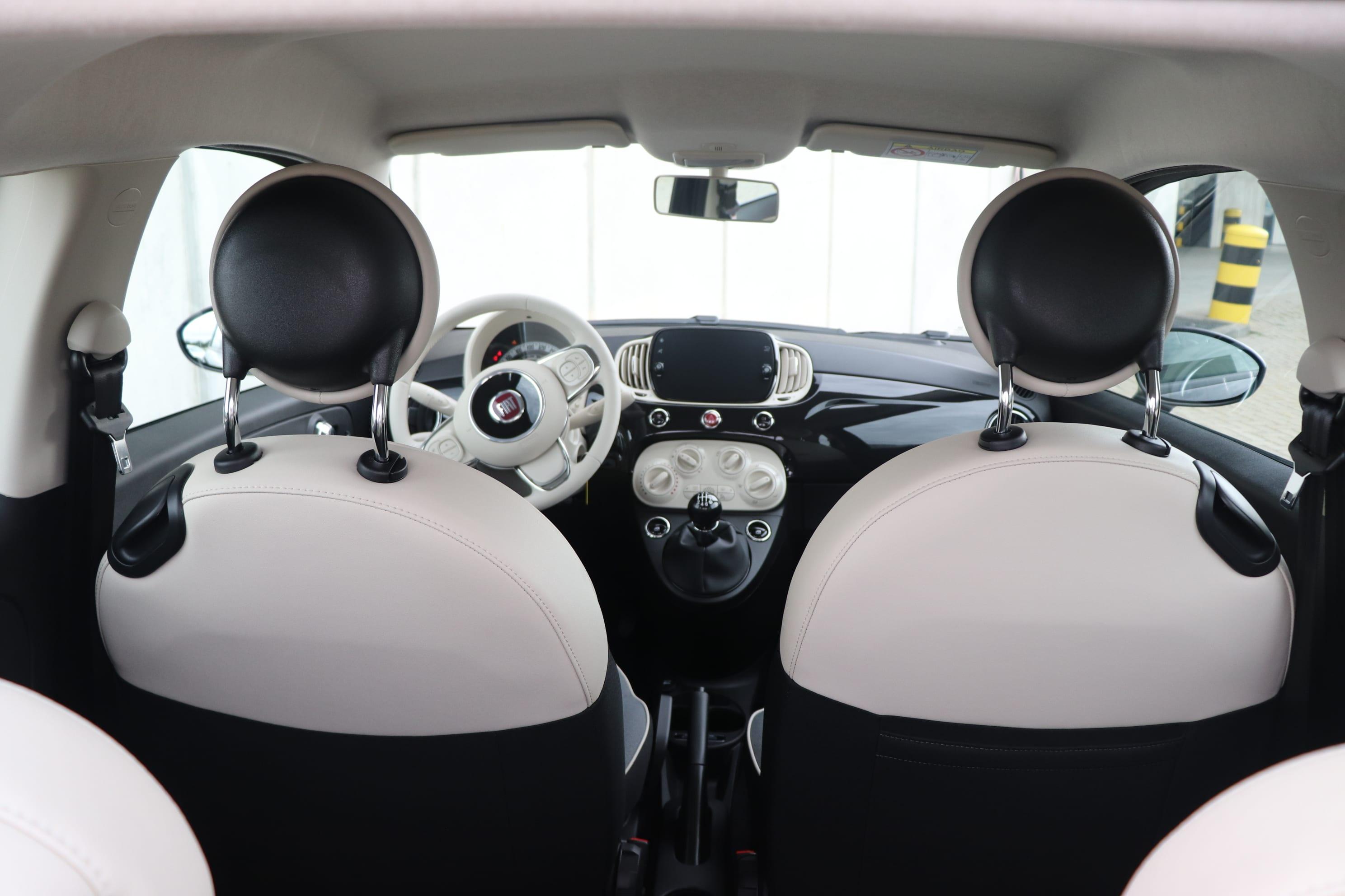 Fiat 500 Hybrid Lounge zwart - interieur