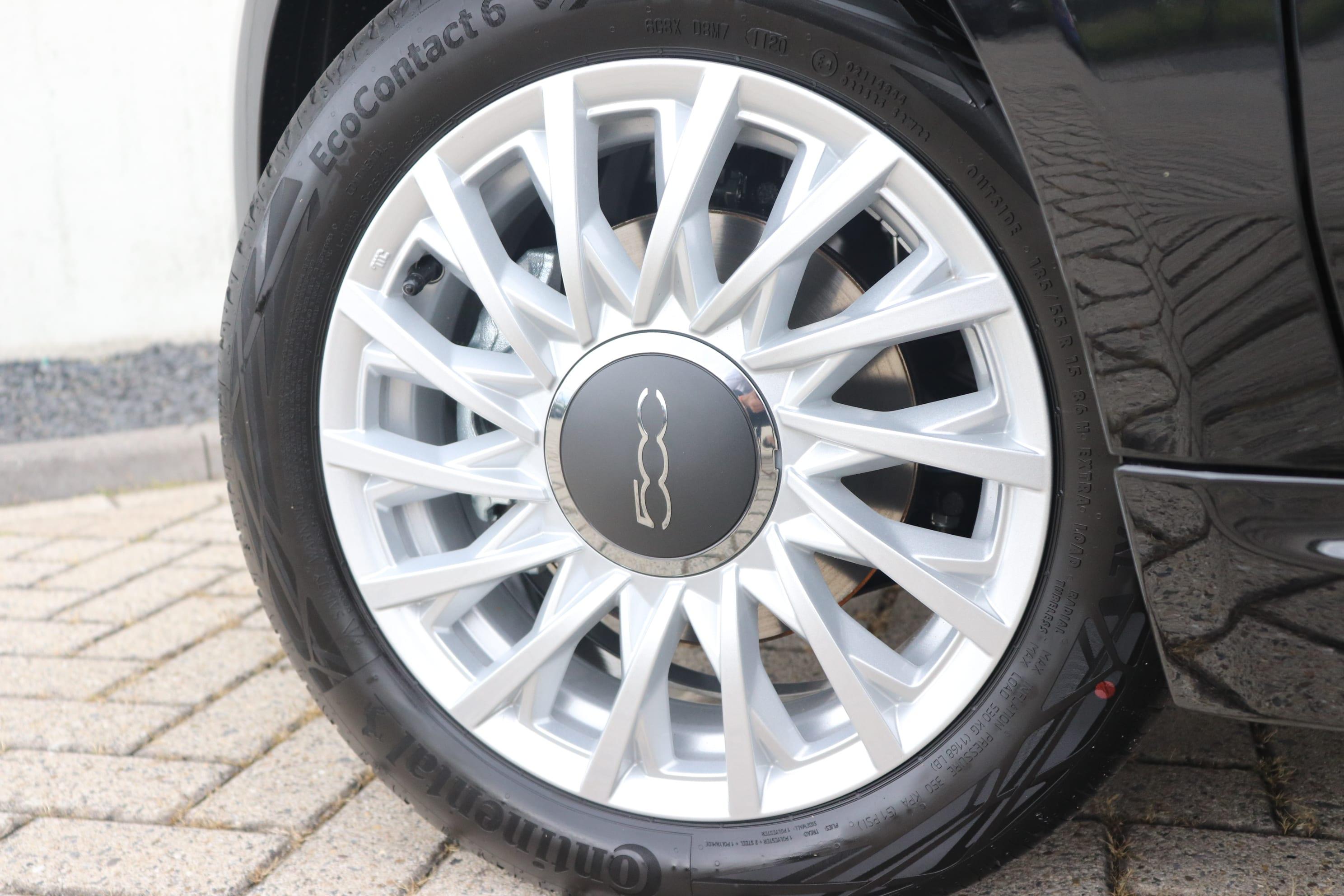 Fiat 500 Hybrid Lounge zwart - velgen