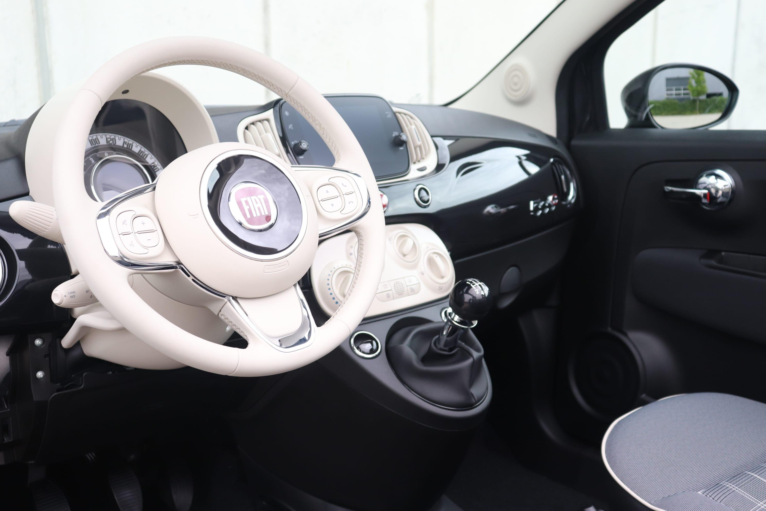 Fiat 500C Hybrid Lounge zwart - stuur + dashboard