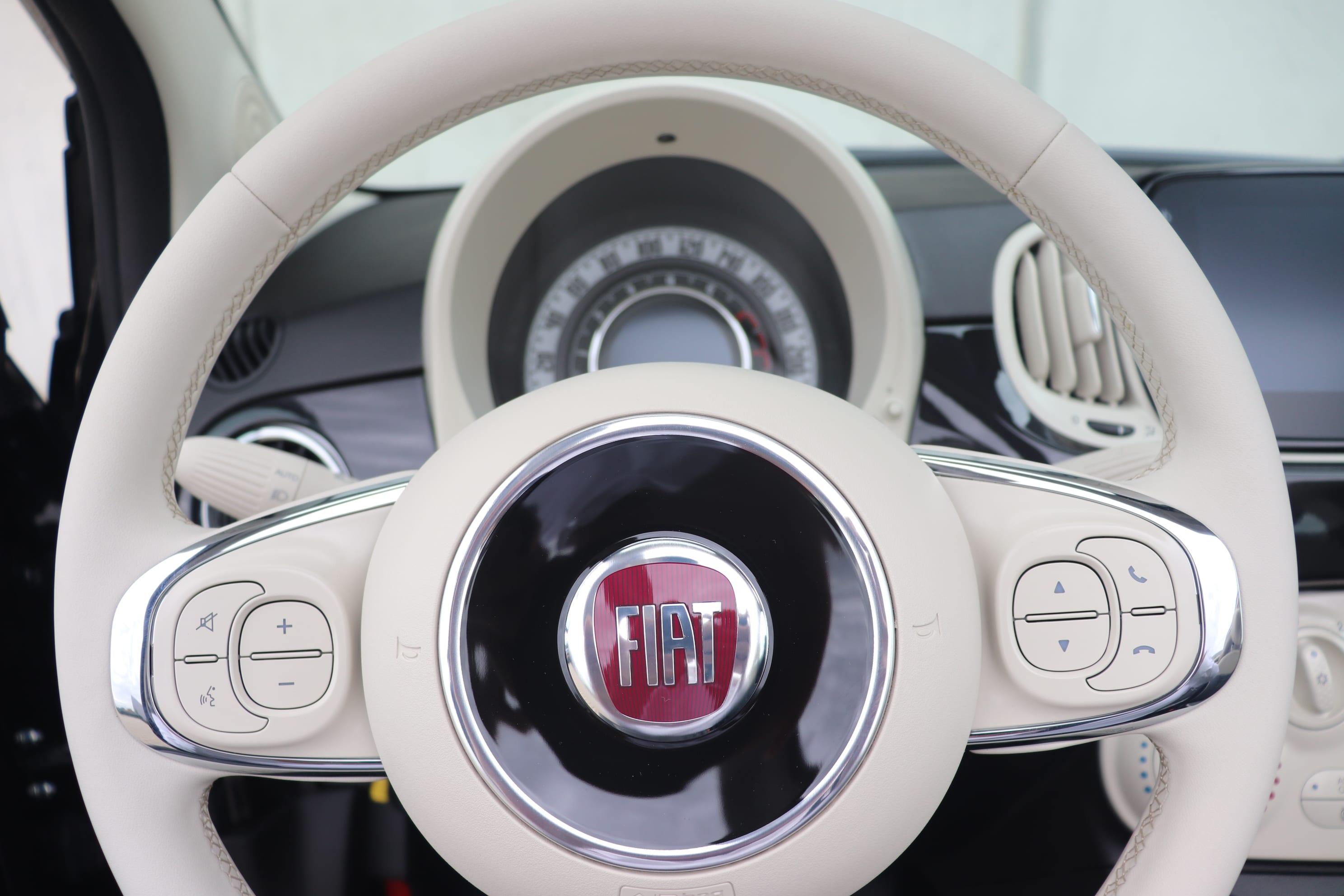 Fiat 500C Hybrid Lounge zwart - stuur