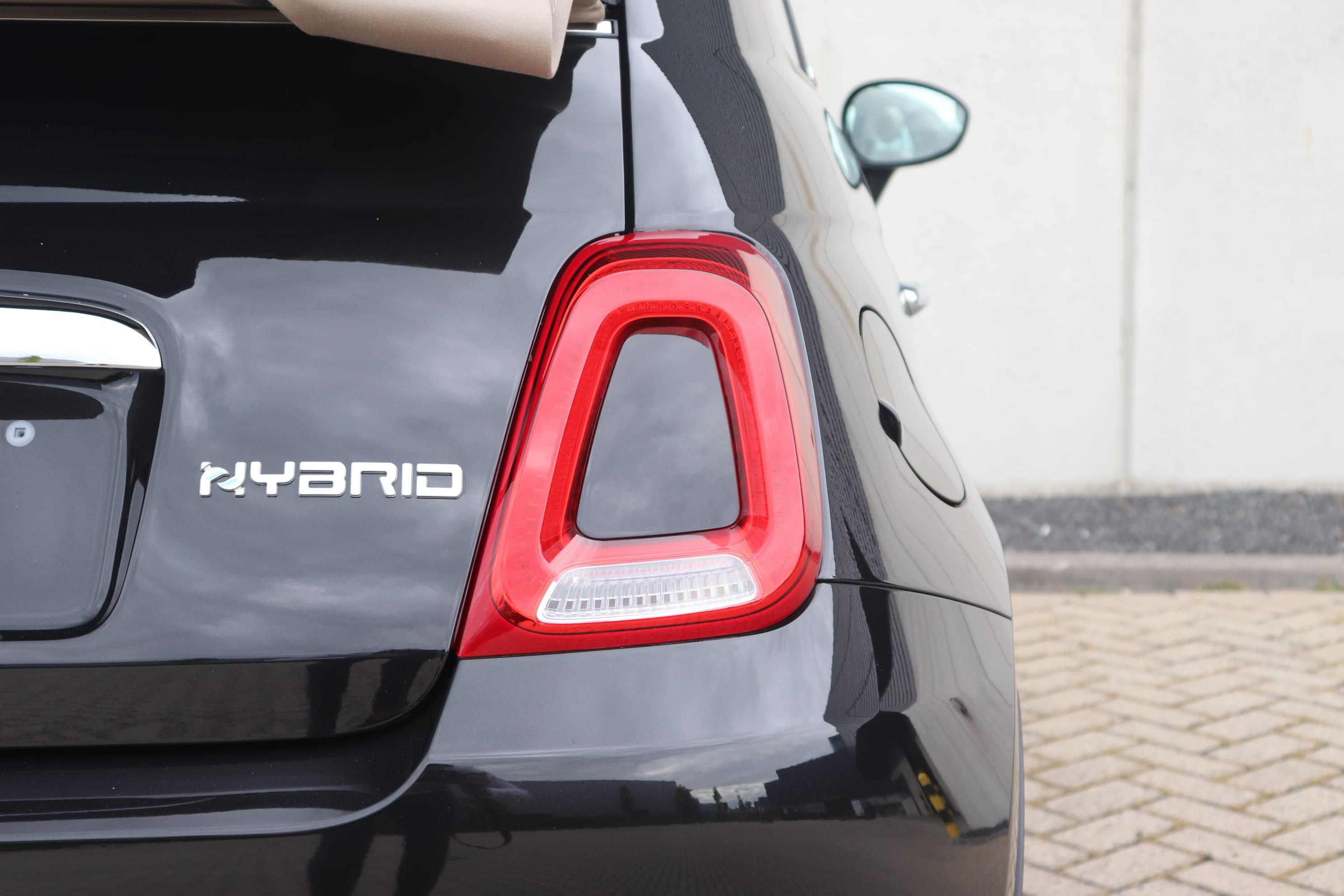 Fiat 500C Hybrid Lounge zwart - close up achterkant