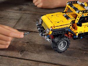 Lego Technic - Jeep Wrangler Rubicon 11