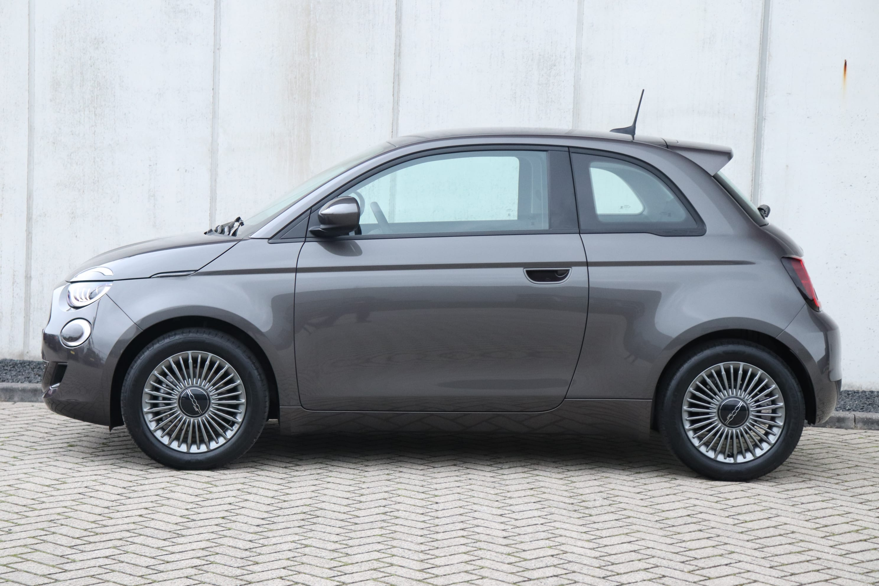 Fiat 500E Earth Grey Business Edition - zijkant
