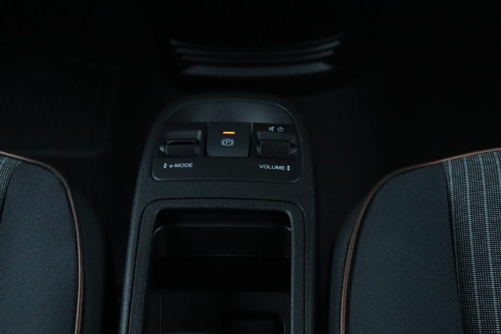Fiat 500E Onyx Black Business Edition - close up middenconsole