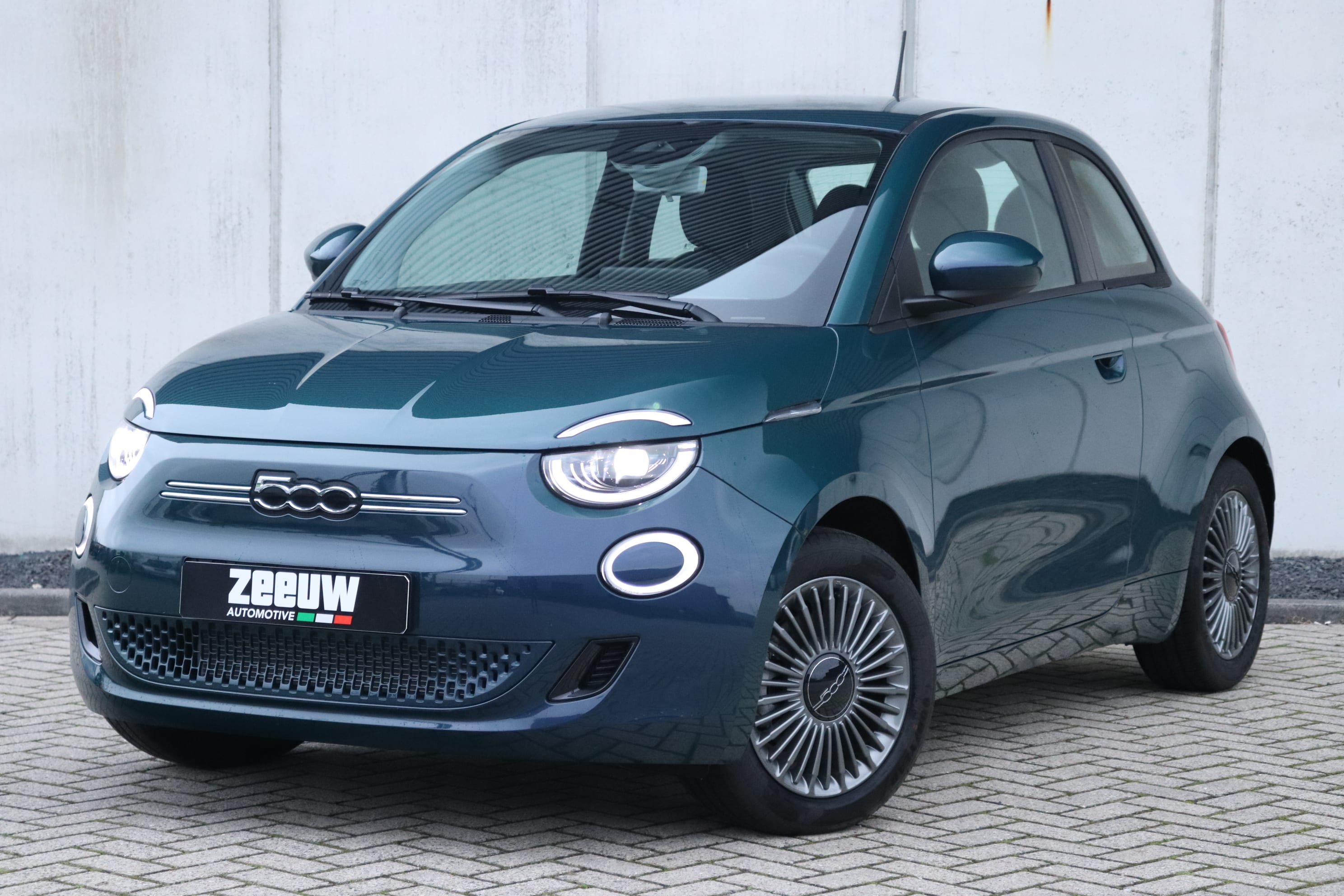 Fiat 500E Ocean Green Business Edition - schuin voorkant
