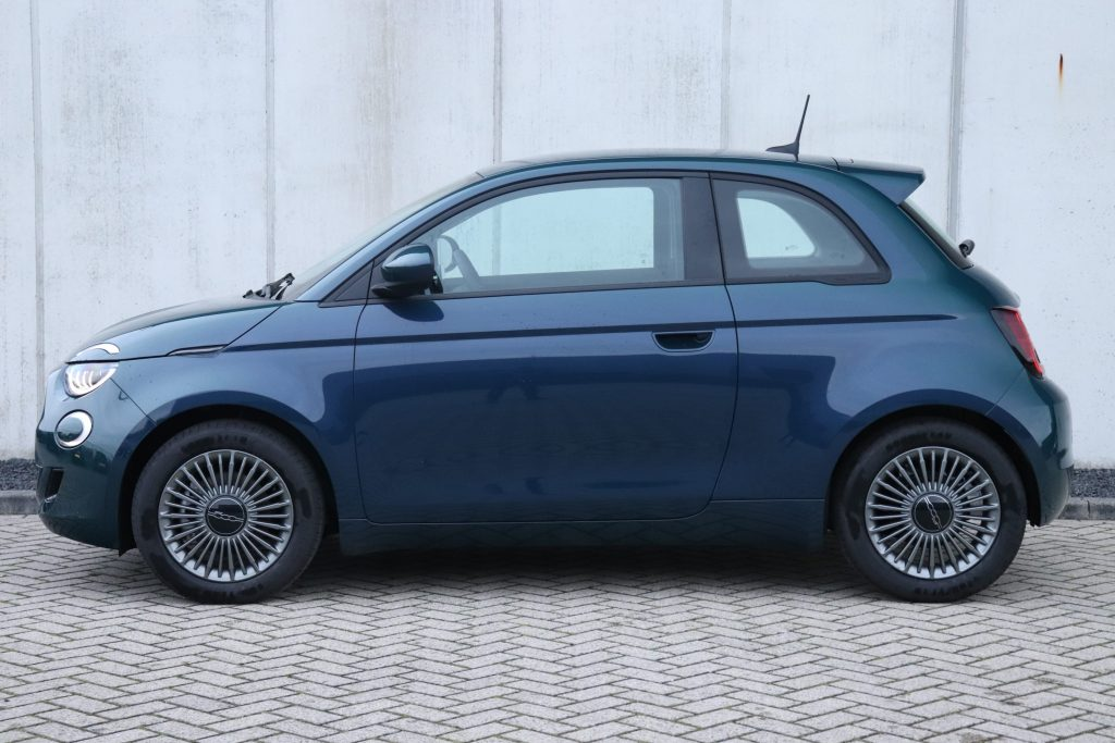 Fiat 500E Ocean Green Business Edition - zijkant
