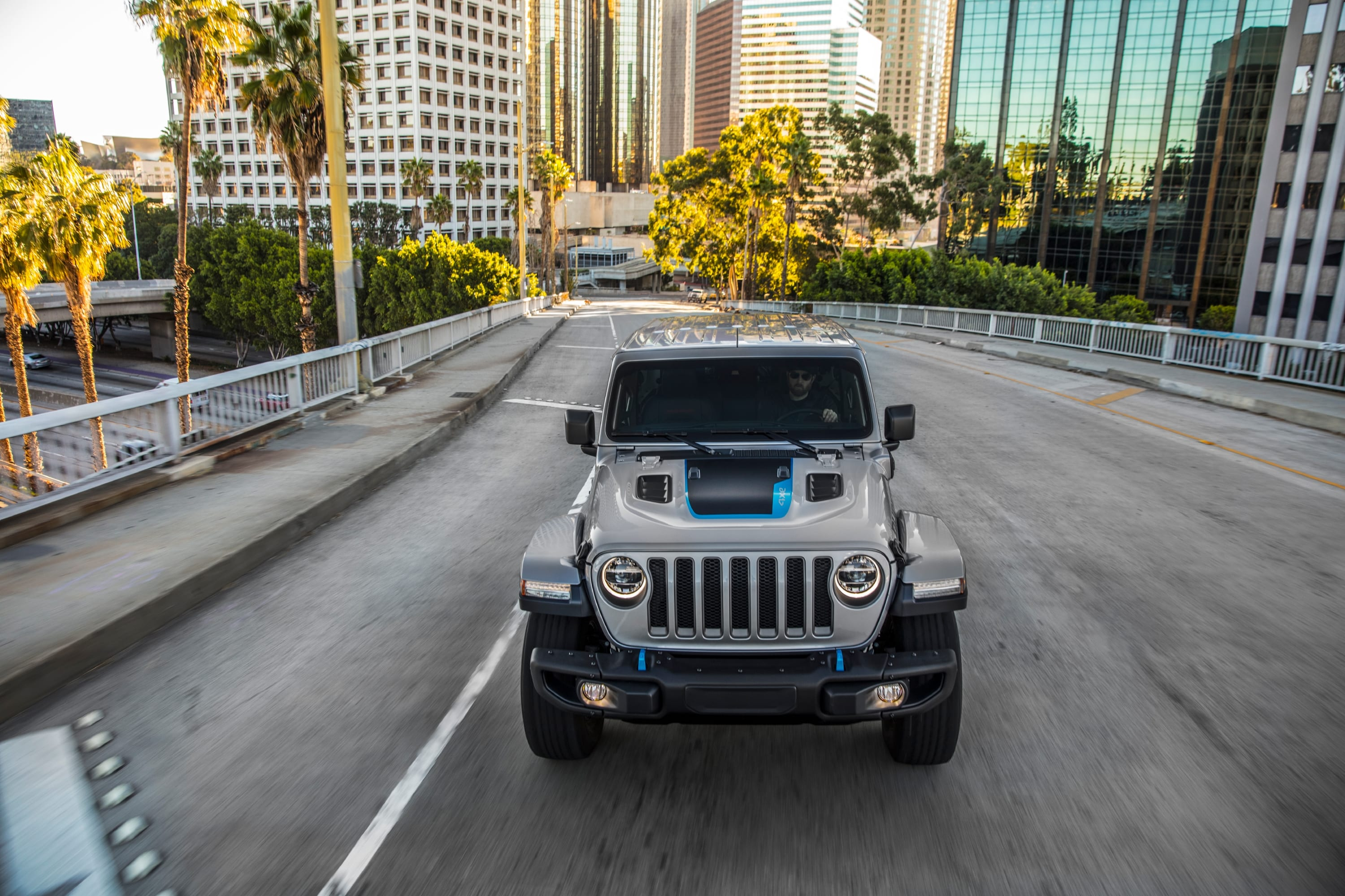 Jeep Wrangler Rubicon 4xe 2021 - voorkant stad