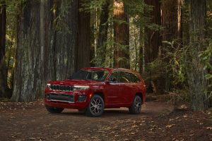 All-new 2021 Jeep Grand Cherokee L Overland schuin voorkant