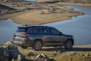 New Jeep Grand Cherokee L 2021 - schuin achterkant water