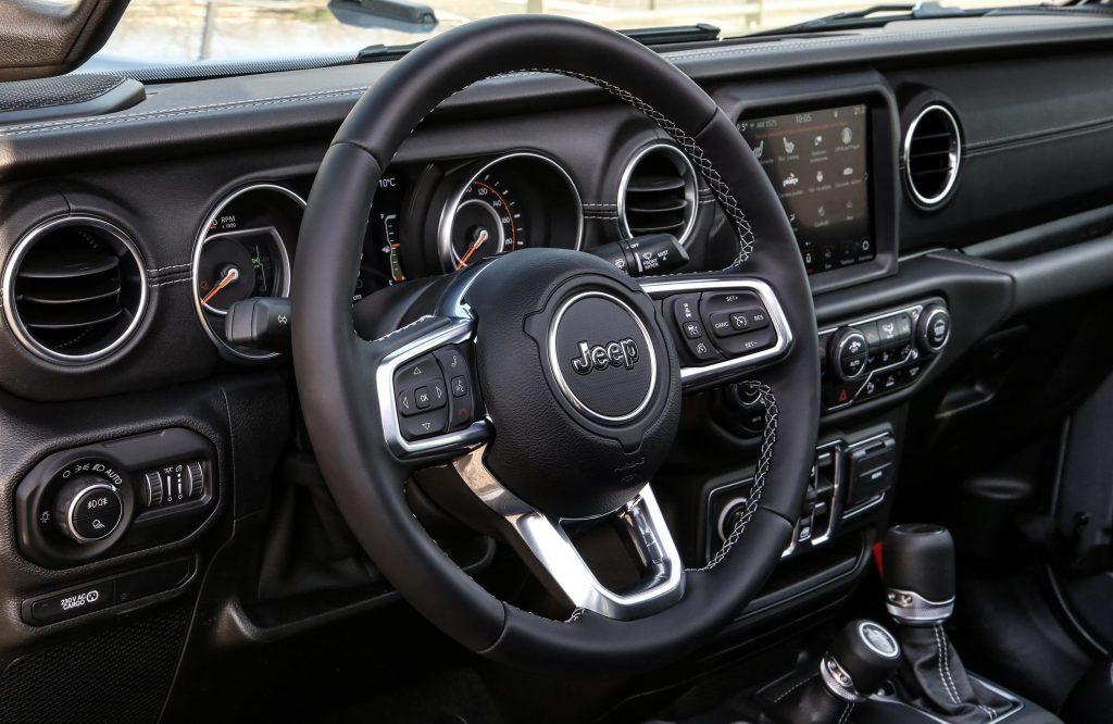 jeep new gladiator stuur en dashboard - 80 jarige verjaardag