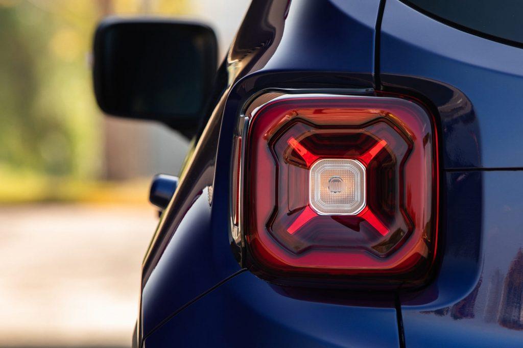 jeep renegade close up achterlicht- 80 jarige verjaardag