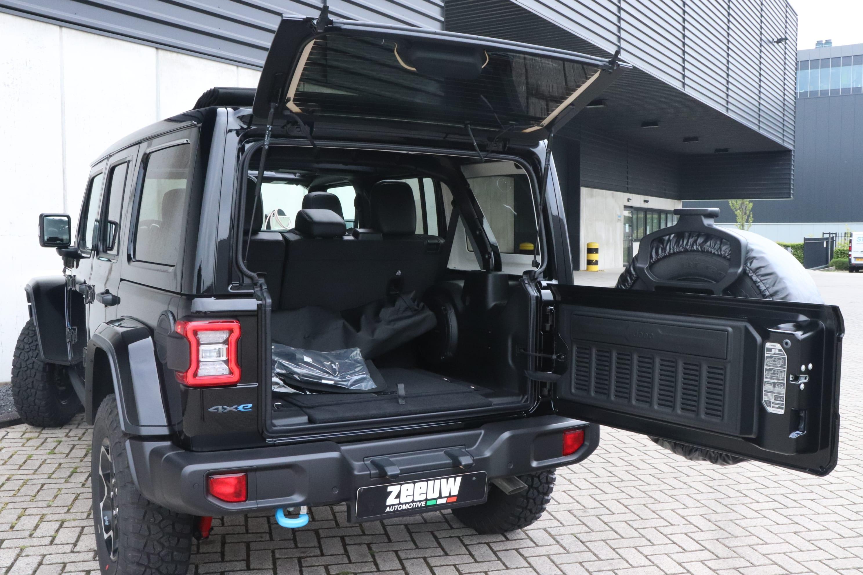 Jeep Wrangler Rubicon 4xe - achterkant geopend