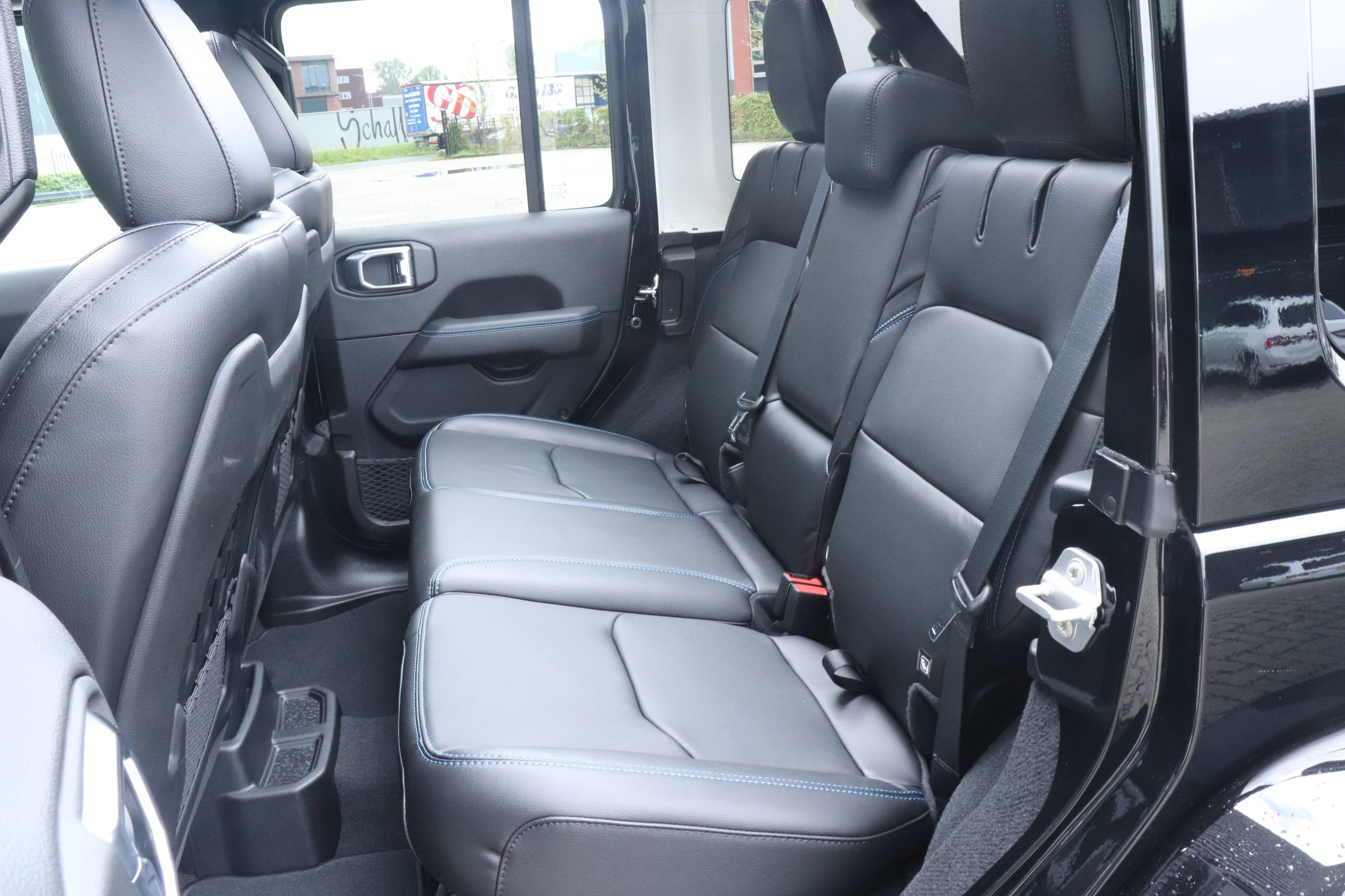 Jeep Wrangler Rubicon 4xe - interieur achterbank
