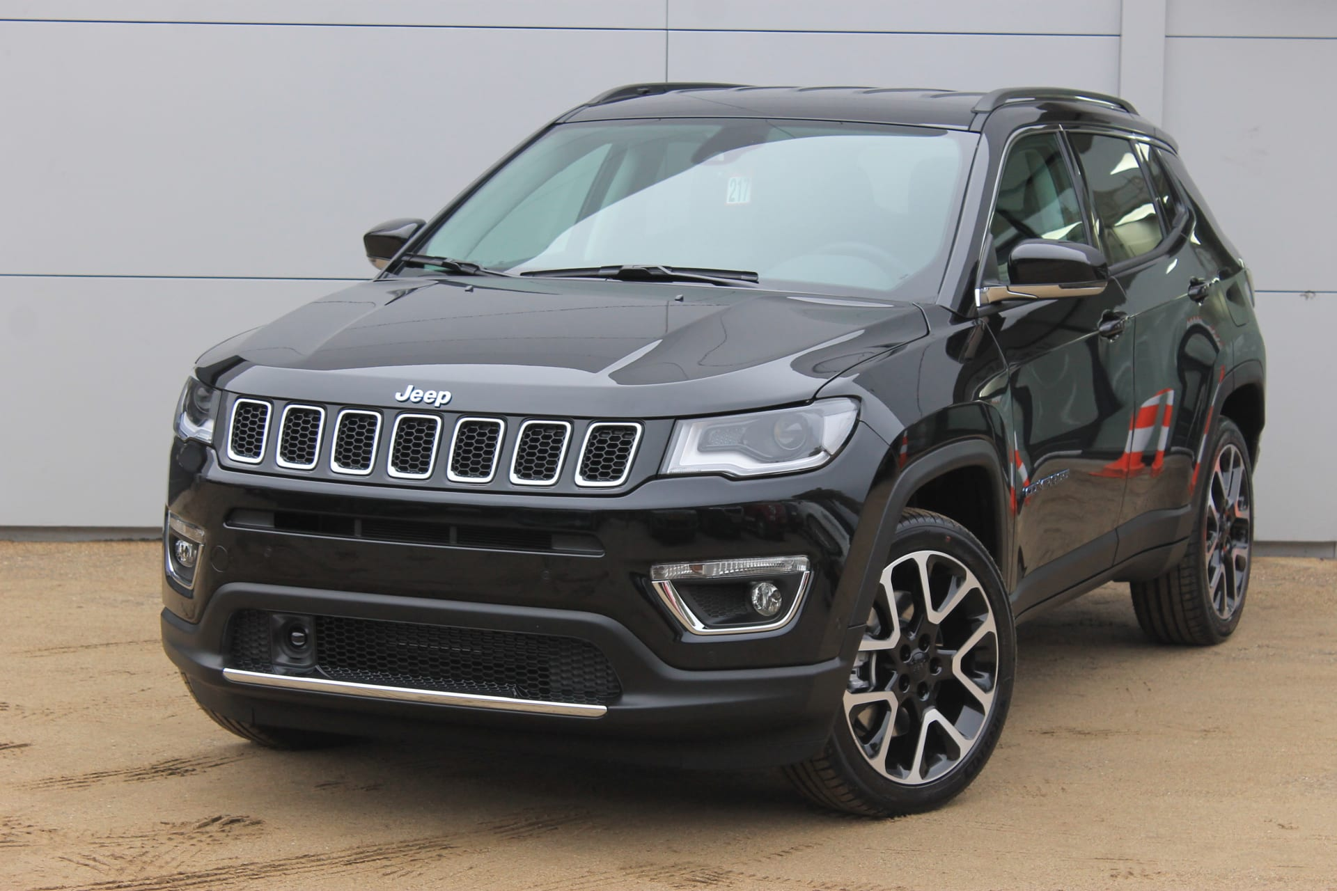 Jeep Compass 4xe plug in hybrid Limited - schuin voorkant