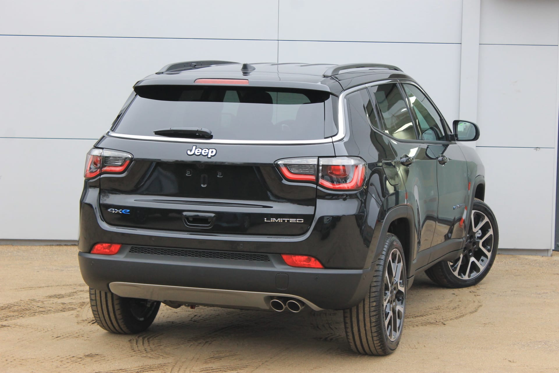 Jeep Compass 4xe plug in hybrid Limited - achterkant