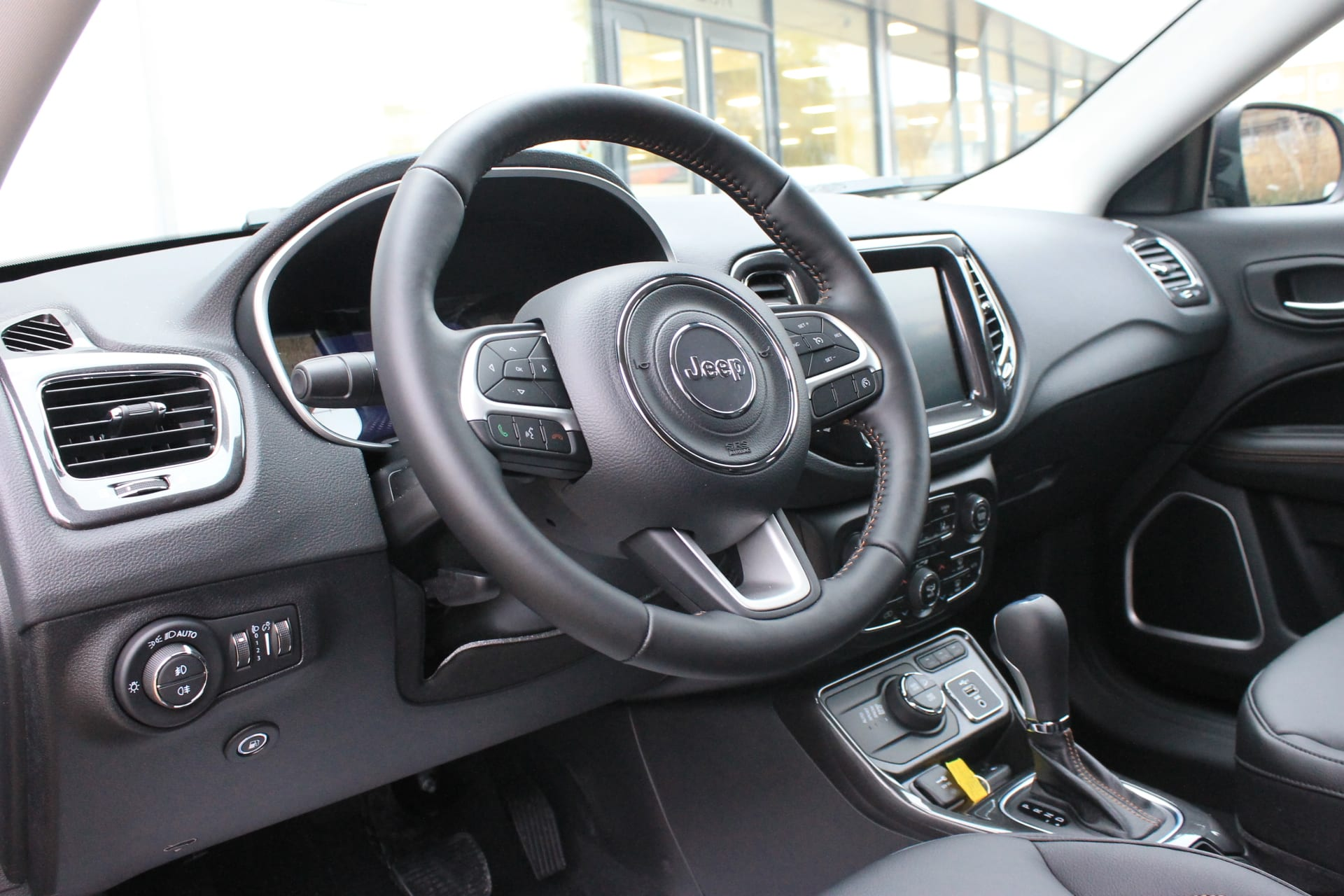 Jeep Compass 4xe plug in hybrid Limited - dashboard