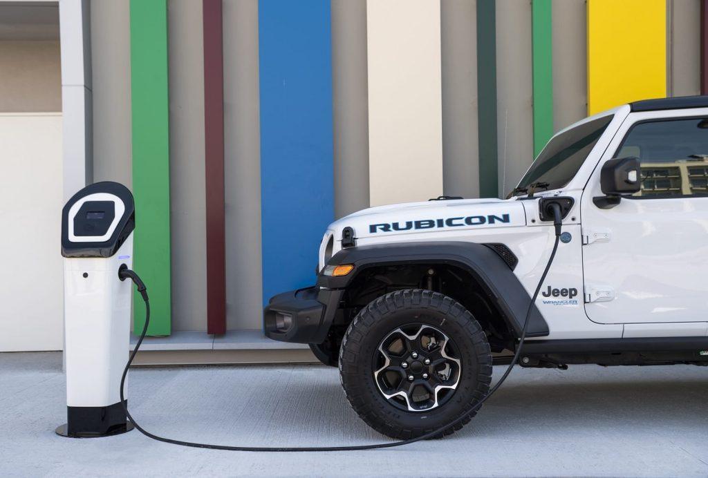 Jeep Wrangler 4xe Rubicon en 80th anniversary - laden close up