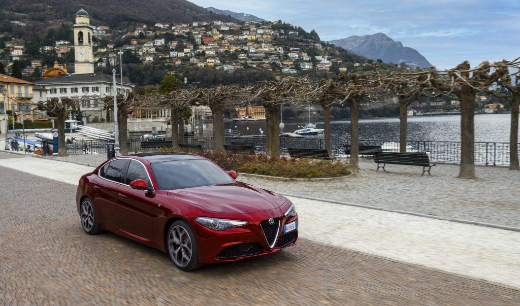 Alfa Romeo Giulia 6C Villa d'Este - schuin voorkant berg