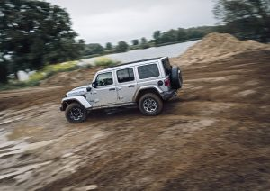 Jeep Wrangler 4XE schuin achterkant 2