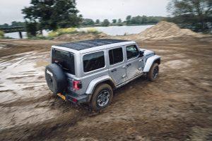 Jeep Wrangler 4XE schuin achterkant 3