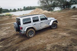 Jeep Wrangler 4XE schuin achterkant