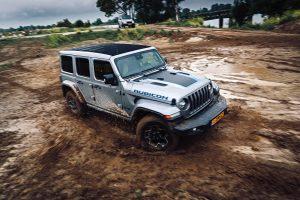 Jeep Wrangler 4XE driften modder