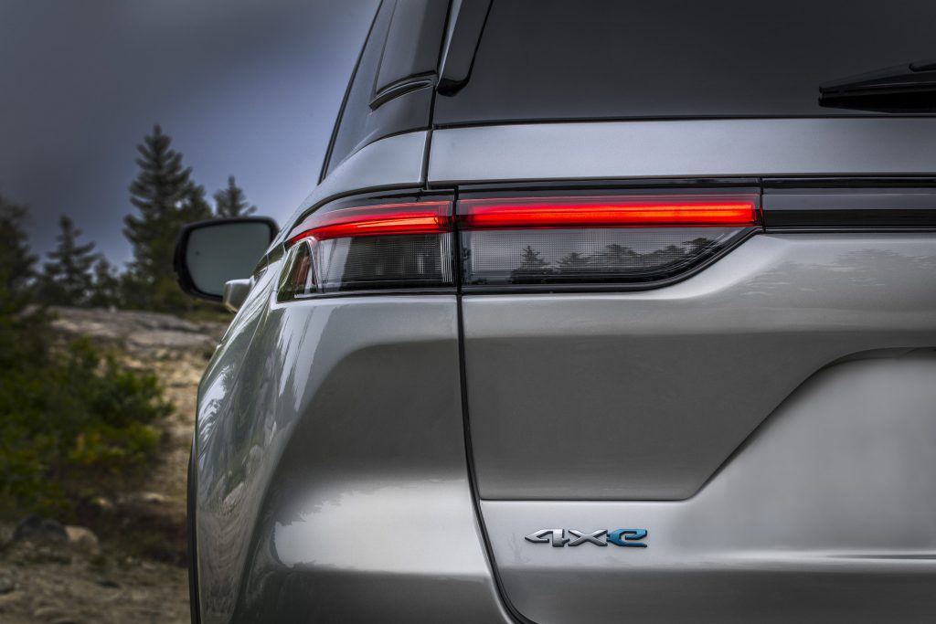 All-new 2022 Jeep® Grand Cherokee Trailhawk 4xe - detail foto achterkant
