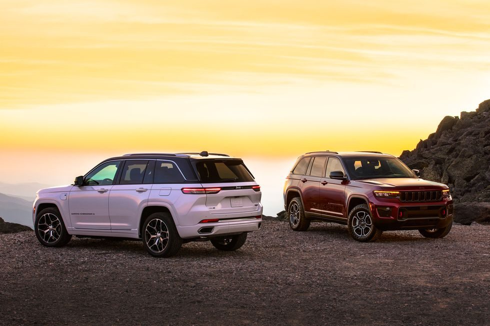 2022-jeep-grand-cherokee-summit-4xe-and-trailhawk