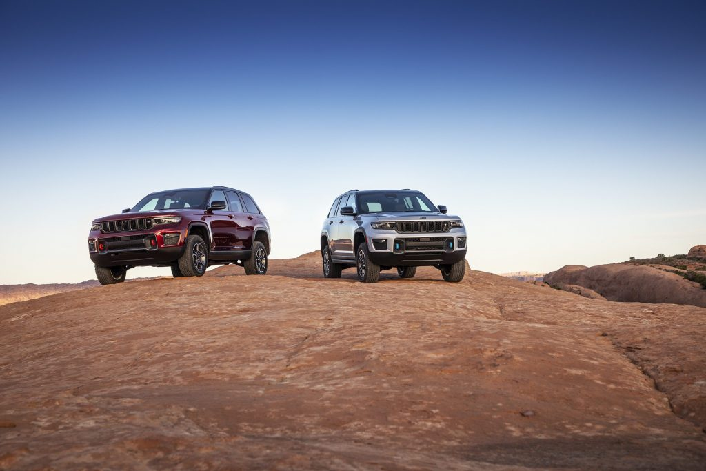 All-new 2022 Jeep® Grand Cherokee Trailhawk (left) and Trailhaw