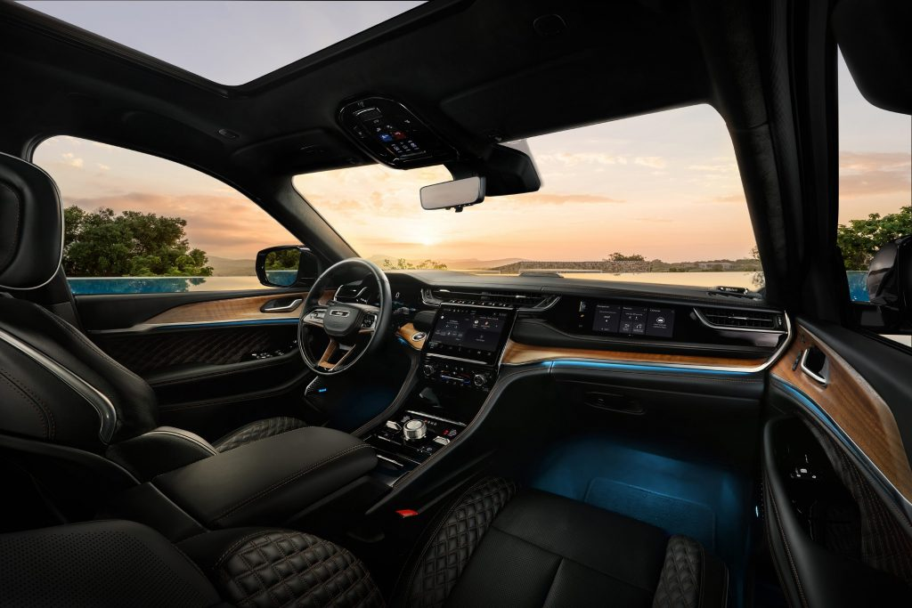 All-new 2022 Jeep® Grand Cherokee Summit Reserve - interieur