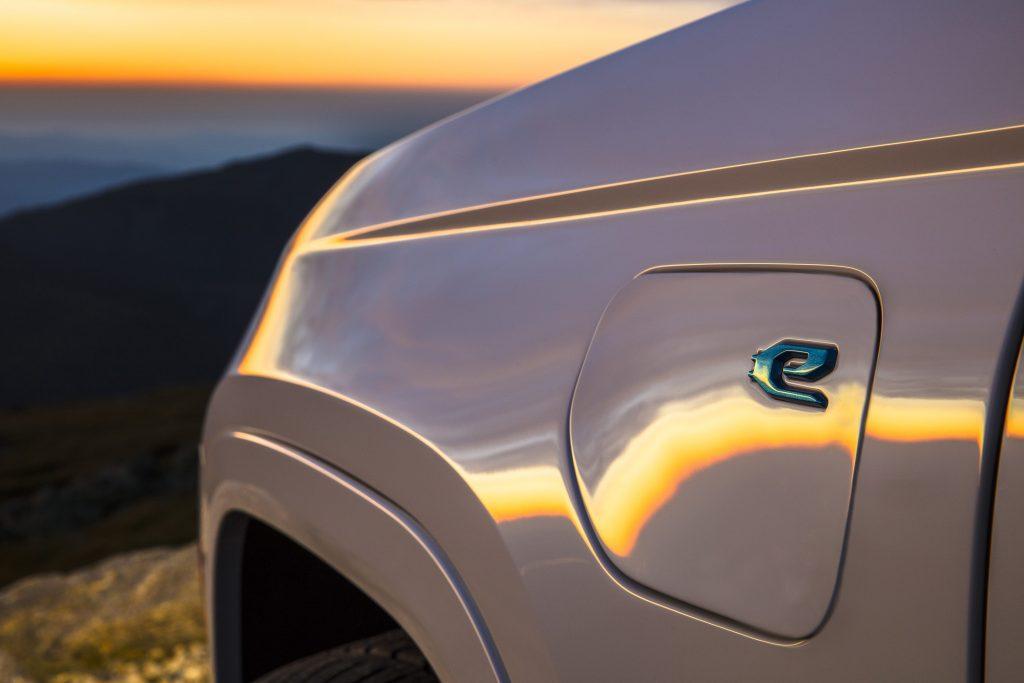 All-new 2022 Jeep® Grand Cherokee Summit 4xe - detail foto oplaadklep 2
