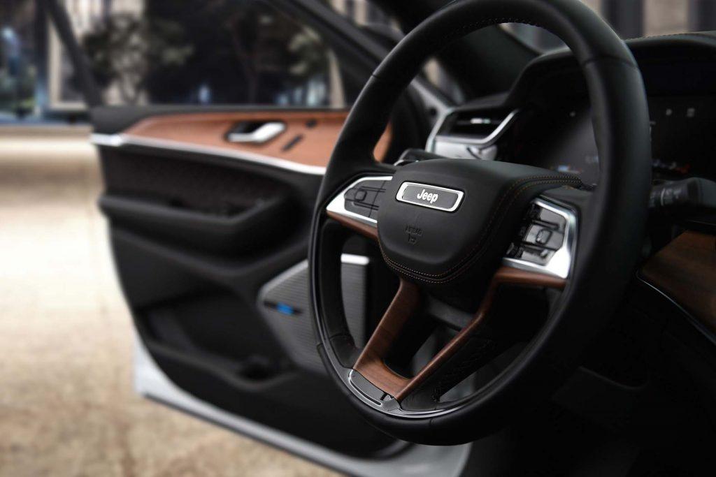 2022 Jeep® Grand Cherokee Summit Reserve - detail foto stuur