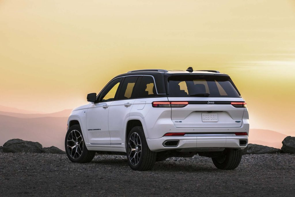 All-new 2022 Jeep® Grand Cherokee Summit Reserve - wit achterkant