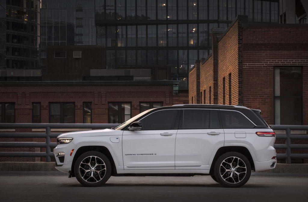 All-new 2022 Jeep® Grand Cherokee Summit Reserve - zijkant